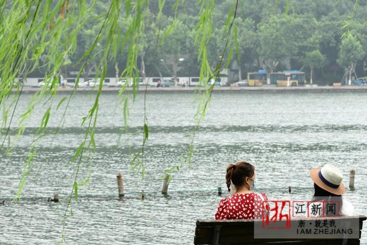 湖畔享清凉(里尔摄影)2.jpg