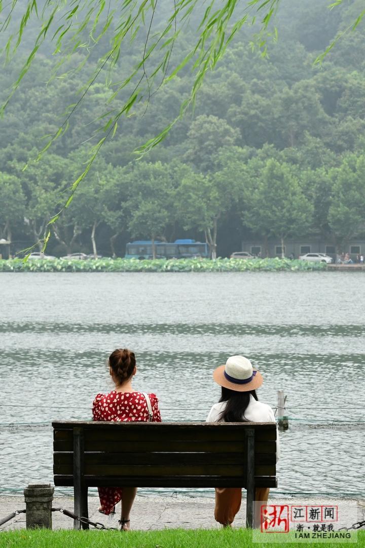 湖畔享清凉(里尔摄影)5.jpg