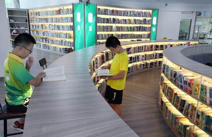 居民小区建起大型图书馆2.jpg