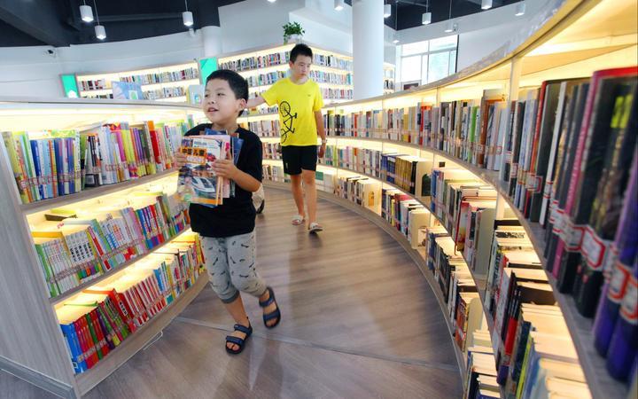 居民小区建起大型图书馆3.jpg