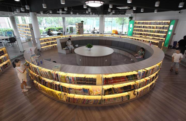 居民小区建起大型图书馆6.jpg
