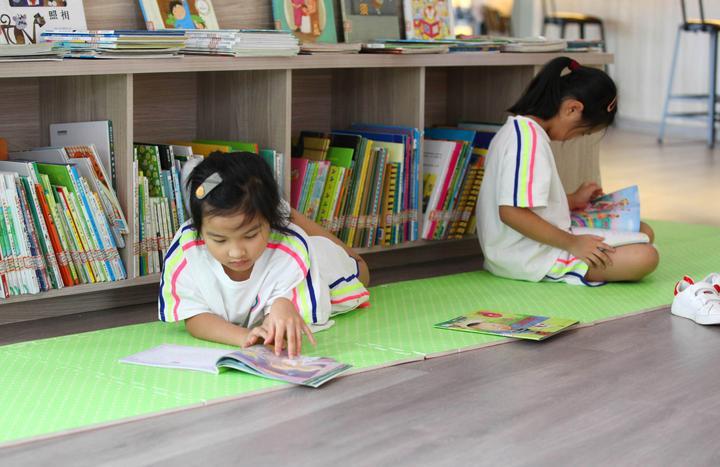 居民小区建起大型图书馆8.jpg