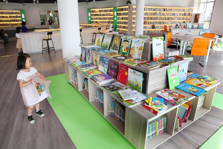 居民小区建起大型图书馆9.jpg