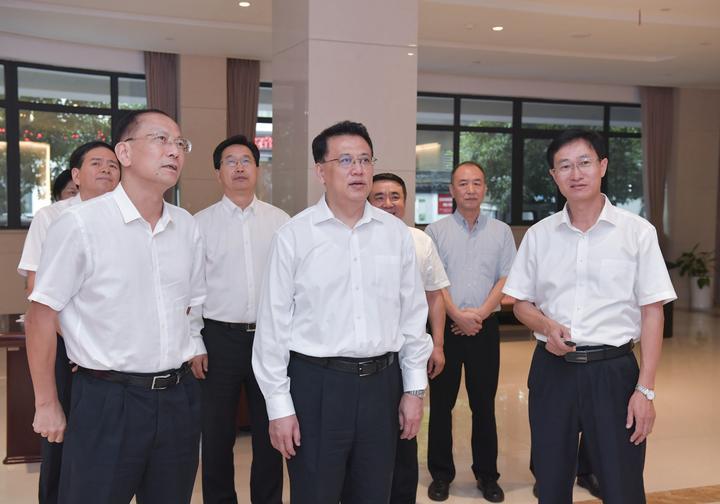 袁家军走访省群团组织:在服务群