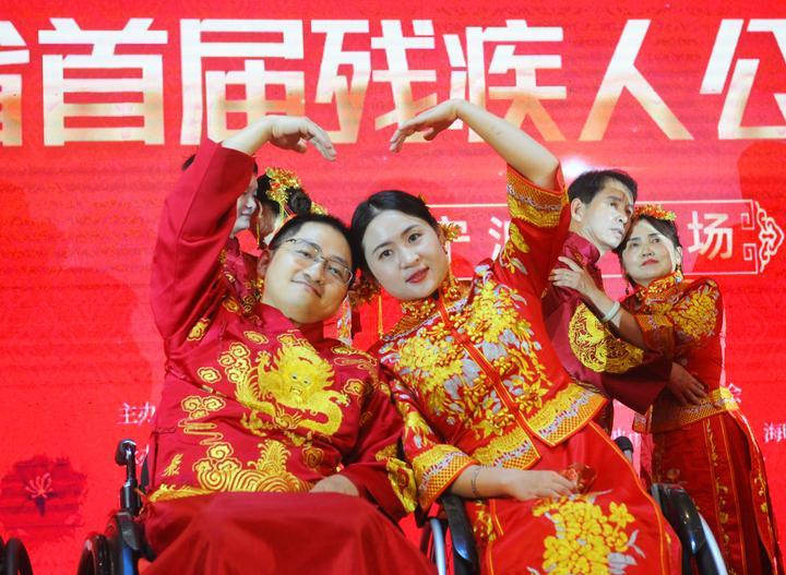 残疾人公益集体婚礼举行2.jpg