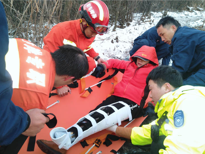 海拔925米 气温低至零下8度 义乌第一高峰上的紧急救援