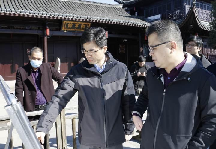 1月14日 宁海县委书记林坚(中)在调研前童古镇  蒋攀 摄.jpg