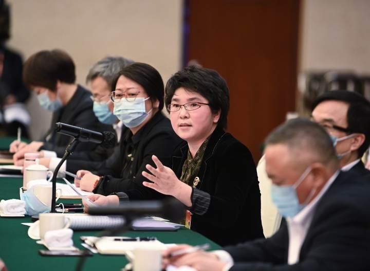 1月26日下午,省委书记、省人大常委会主任袁家军参加衢州代表团审议。会上,代表发表意见建议。