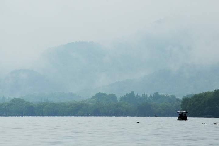 雨雾西湖亦梦幻(里尔摄影)2.jpg
