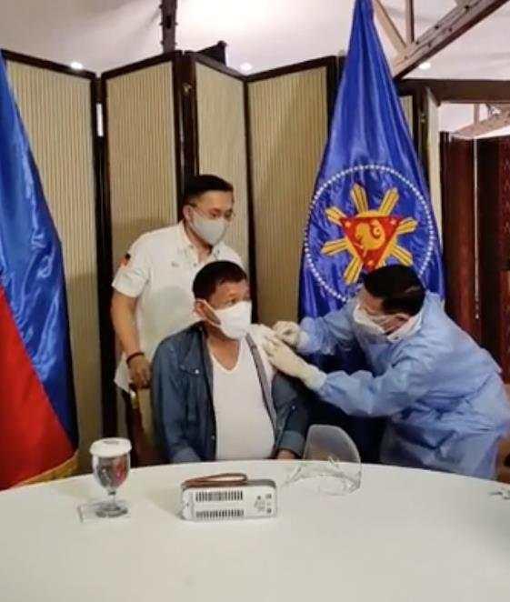 图片来源:菲律宾参议员克里斯托弗·吴的社交媒体直播截图