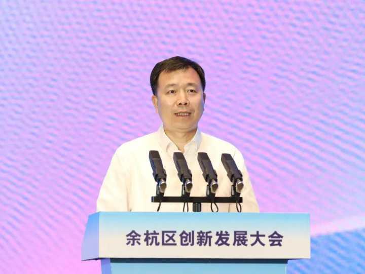 5月6日,张振丰在余杭区创新发展大会上。.jpg