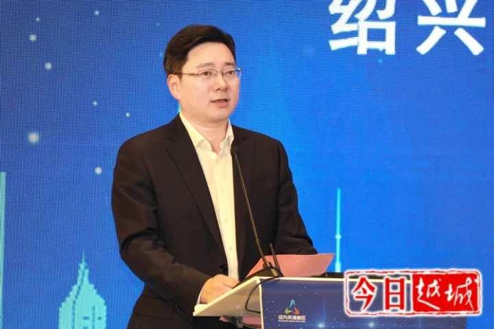 近日,金晓明在绍兴沥海城市副中心(上海)推介会上。.jpg