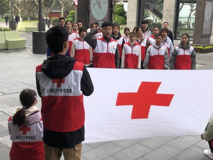 心向红十字 郑向明.jpeg